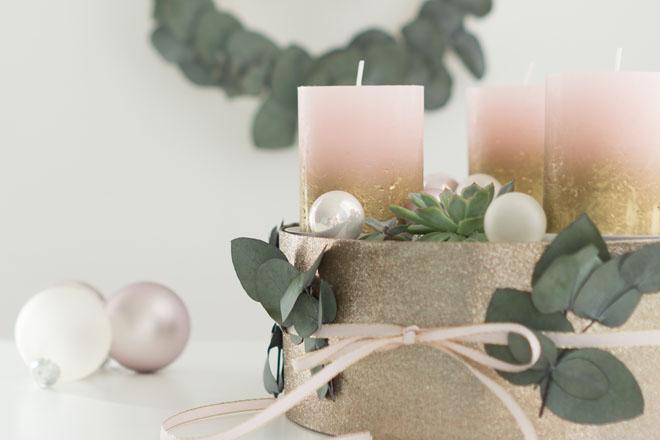 Modernen Adventskranz selber machen mit Sukkulenten in Greenery, Rosé und Gold