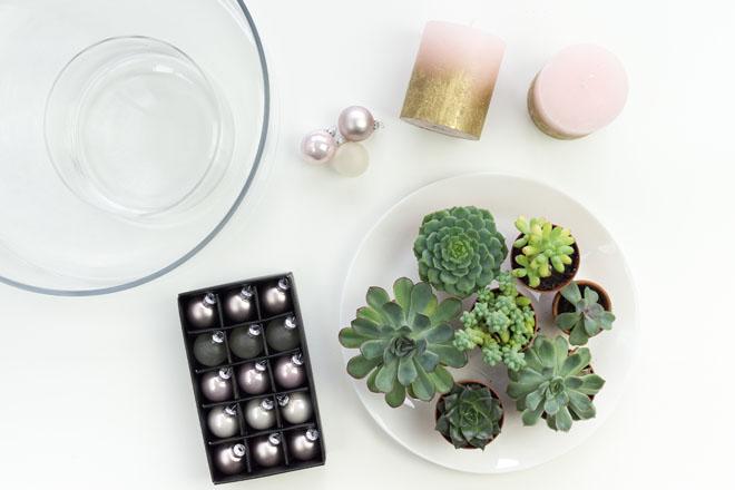 Adventskranz selber machen, DIY-Idee in Greenery, Rosé und Gold mit Sukkulenten