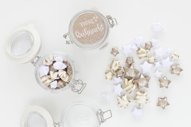 Lucky Stars Anleitung: DIY-Idee Lucky Stars als kleiner Gruß in Einmachglas füllen und verzieren