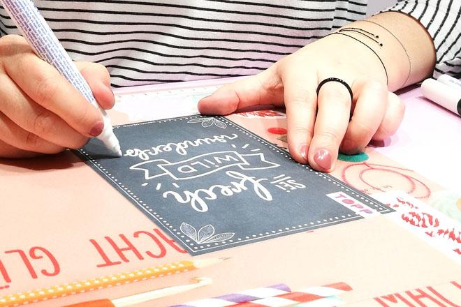 Handlettering auf Postkarten von Frau Annika auf der Creativeworld 2018 beim Frechverlag