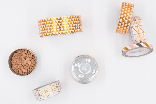 Minigarten basteln mit Teelichtern, Teelichter mit Pflanzsubstrat befüllen