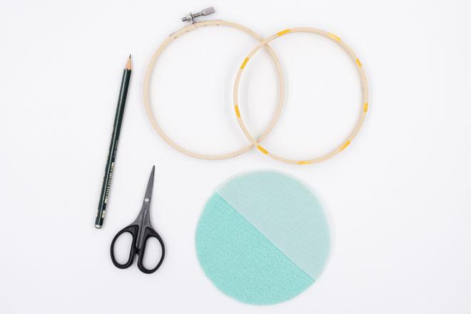 DIY-Idee, Wanddeko selber machen mit Filz im Stickrahmen Material vorbereiten
