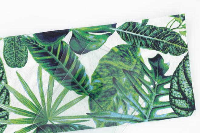 Bilderrahmen dekorieren zuerst Stoff bügeln und Glasscheiben reinigen