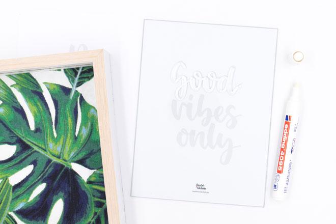 DIY Bilderrahmen dekorieren, Lettering mit Kreidemarker nachzeichnen
