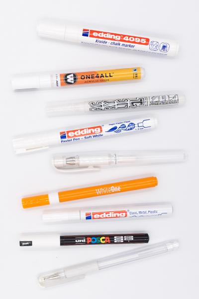 Lettering Stifte: Der große Guide für weiße Stifte auf Kraftpapier, schwarzem Papier, für Glas und für Holz