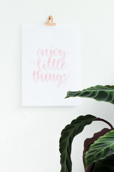 DIY | Bilder aufhängen ohne Bohren und ein Lettering Freebie für euch