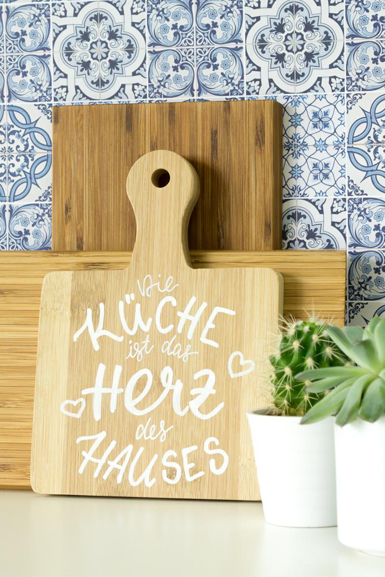 DIY-Anleitung für eine einfach Küchendeko zum selber machen mit Lettering und Holzbrett