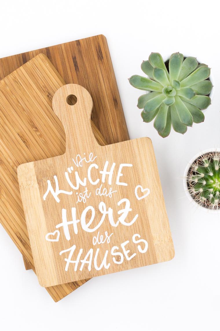 Lettering auf Holzbrett eine schöne Idee zum selber machen und verschenken als Küchendeko