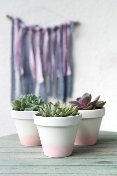 Blumentöpfe bemalen für große Sukkulenten mit Ombre Effekt aus Acrylfarbe