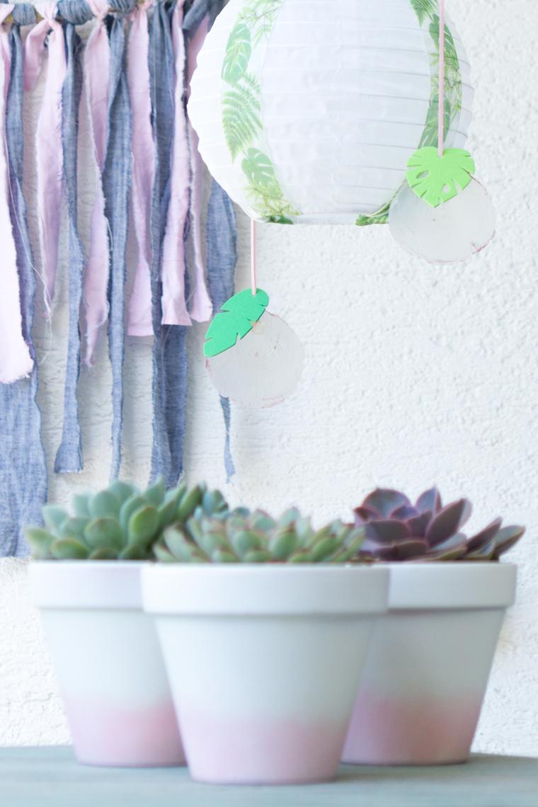 DIY-Idee Gartendeko selber machen mit Anhängern