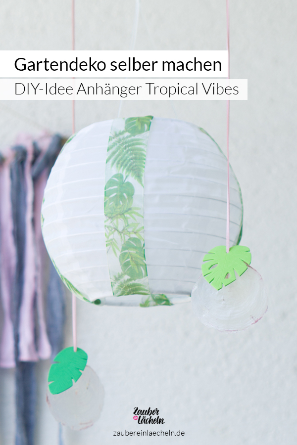 Schöne Gartendeko selber machen und das ganz einfach. Eine DIY-Idee für den Sommer im Garten oder auf dem Balkon. Mit den Dekoanhänger holt ihr Tropical Vibes zu euch nach Hause.