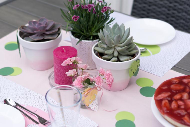 Party Deko mit Sukkulenten und Gartenblumen