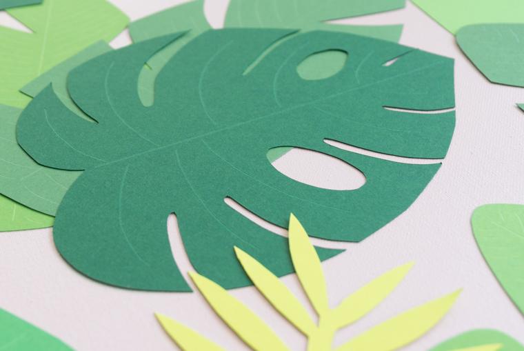 Tropische Blätter aus Fotokarton selber machen mit Prägestift Blattadern nachziehen