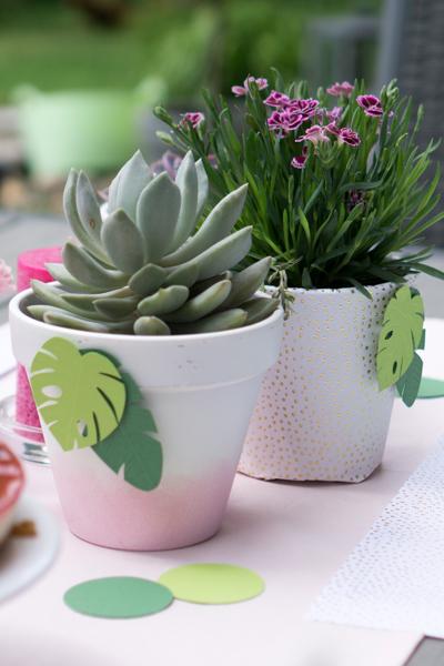 DIY | Tischdeko mit Sukkulenten und Gartenblumen für Tropical Vibes Party selber machen