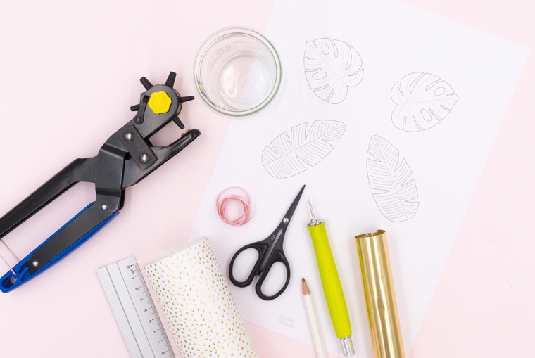 Material für die DIY-Idee Tischdeko Vasen für Tropical Vibes Party selber machen