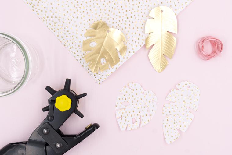 Blattadern auf den goldenen Blättern aufzeichnen - Tischdeko Vasen