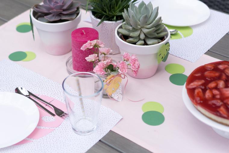 Tischsets für Tropical Vibes Gartenparty passend zu Sukkulenten und Monstera- und Bananenblättern in Grün und in Gold