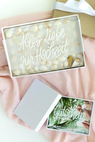 Geldgeschenk in der Box mit einer Lettering-Karte auf Acrylglas