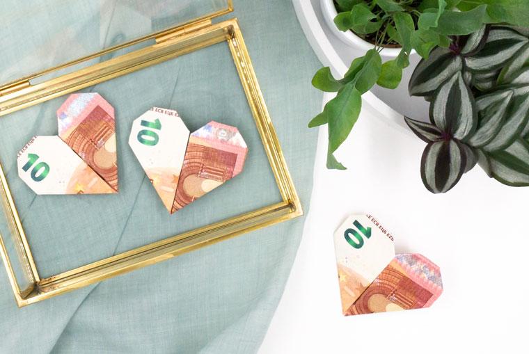 Geldscheine Falten Als Herz Eine Zauberhafte Idee Für Geldgeschenke