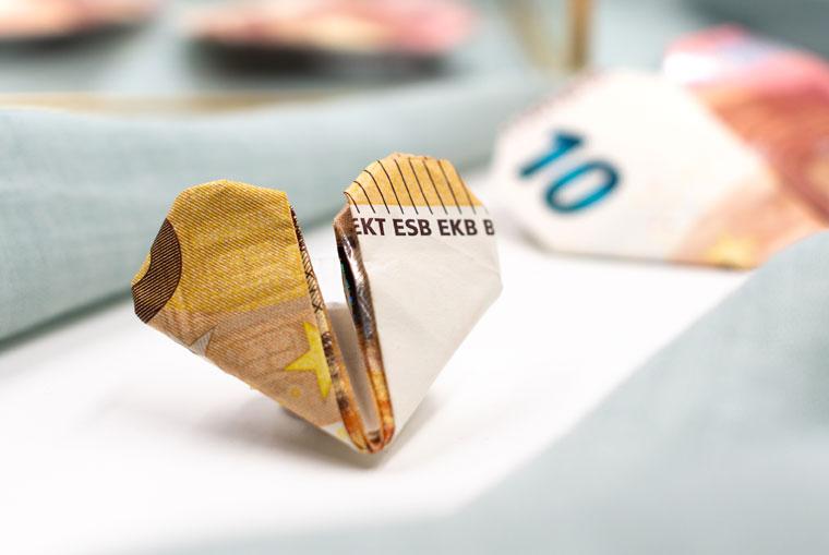 50 € Geldschein falten als Herz in halber Größe