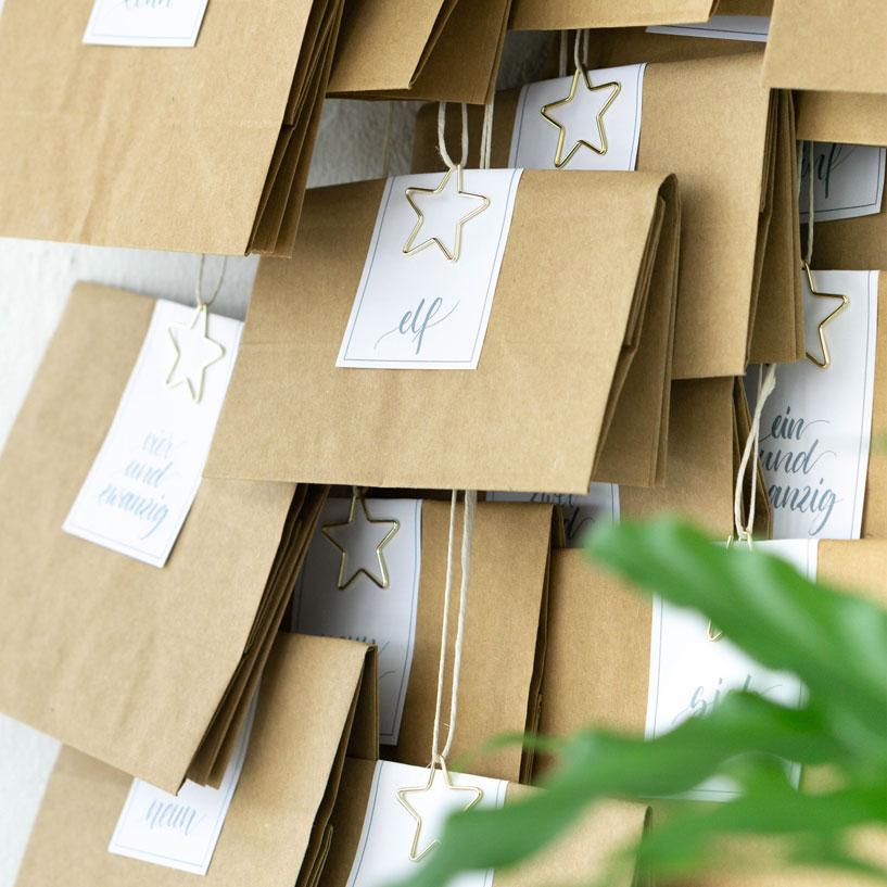 hand geletterte adventskalender zahlen in eukalyptus gr n. Black Bedroom Furniture Sets. Home Design Ideas